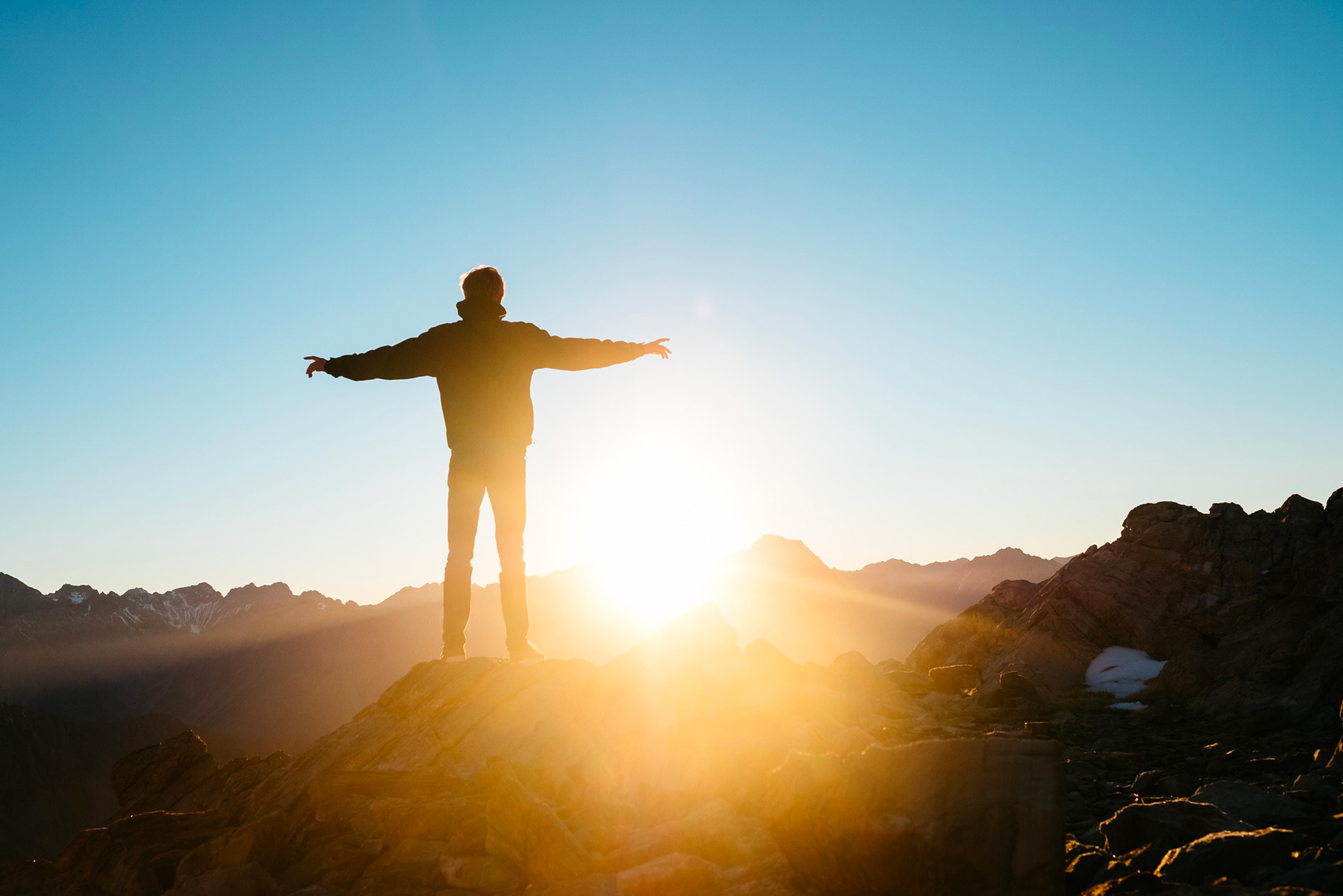xavier-clain-succes-soleil-homme-montagne